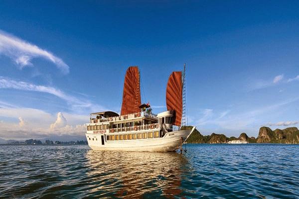 Tour Du thuyền Golden Bay 2 ngày 1 đêm