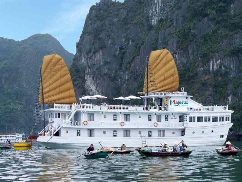 Halong Majestic cruise 3 sao 3 ngày 2 đêm Ngủ Du Thuyền