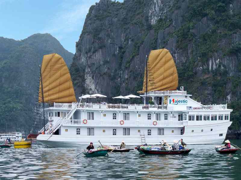 Halong Majestic cruise 3 sao 2 ngày 1 đêm Ngủ Du Thuyền