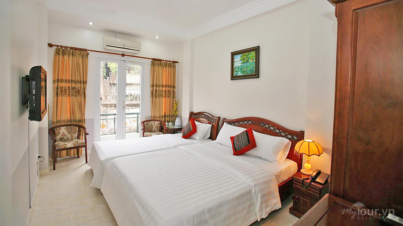 Khách sạn trung tâm phố cổ gần Hồ Hoàn Kiếm