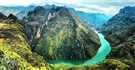 Hà Giang không chỉ nổi tiếng với những Cao nguyên đá hùng vĩ ,hoang sơ mà còn là nơi có những cánh đồng hoa Tam Giác Mạch bạt ngàn và Sông Nho Quế như dải lụa vắt qua núi,Hẻm Tu Sản là những đặc trưng của nơi địa đầu Tổ quốc